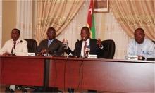 بعض وزراء الحكومة خلال مؤتمر صحفي بالعاصمة لومي.
