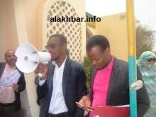 من اليمين منسق الاساتذة في نواذيبو المعلوم أوبك إلى جانب الناشط في النقابة معط مولانه (تصوير الأخبار)