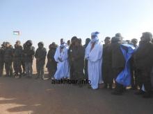 """العقيد ولد اعل مولود في الوسط بزي """"الدراعة"""" إلى جهة العلم الصحراوي ـ (الأخبار)"""