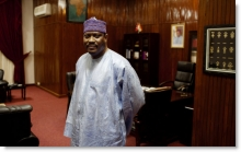 هاما آمادو الوزير الأول السابق رئيس البرلمان السابق بالنيجر أحد المتهمين بالضلوع في قضية الاتجار الدولي بالأطفال.