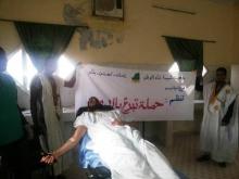 جانب من انطلاقة حملة التبرع أمس من قبل فرع جمعية الشبيبة بنواذيبو (تصوير الأخبار)