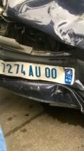 السيارة التي كان يستغلها الشابين وعثر بداخلها على كمية خمور (الأخبار)