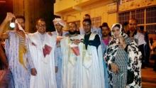 """قادة حراك """"محال تغيير الدستور"""" في وقفة تضامنية ليلة البارحة أمام سفارة قطر بنواكشوط"""