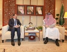 السفير الموريتاني بالسعودية حمادي ولد اميمو خلال مباحثاته مع وزير التعليم العالي السعودي.