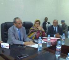 جانب من اجتماع المجلس البلدي الذي حضره حاكم نواذيبو وبعض مستشاري الكرامة/ تصوير الأخبار