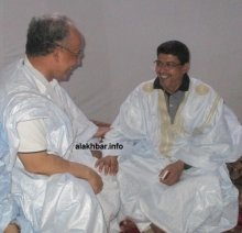 ولد محم، وولد محمد الأغظف خلال حفل عشاء أقامه الأخير في منزله بالنعمة مايو الماضي (الأخبار - أرشيف)