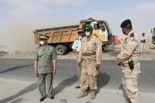 قائد أركان الجيوش، وقائد المنطقة العسكرية السادسة خلال تفقد حملة النظافة في مقاطعة الميناء