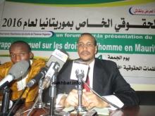 رئيس المرصد الموريتاني لحقوق الإنسان خلال مؤتمر صحفي مساء اليوم الجمعة (الأخبار)