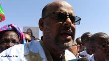 ولد منصور يتحدث للصحفيين بعيد انسحاب مستشاري المعارضة (الأخبار)