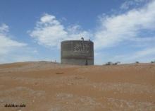 السكان يدونون معاناتهم مع العطش على نقاط التحكم في أنابيب مياه آفطوط التي تمر من أراضيهم ـ (أرشيف الأخبار)