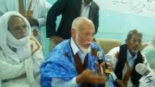 مدير ثانوية الامتياز السابق محمد لمين مسعود في حفل التكريم (تصوير الأخبار)