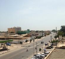 أحد الشوارع الرئيسية وسط نواكشوط ظهر اليوم الاثنين (الأخبار)