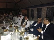رؤساء الوفود على منصة حفل العشاء والسهرة الفنية في الساحة الخلفية لقصر المؤتمرات بنواكشوط (الأخبار)