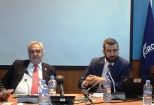 الخبير الاقتصادي وائل منصور، وممثل البنك الدولي في موريتانيا لوران مسلاتي خلال اللقاء اليوم (الأخبار)