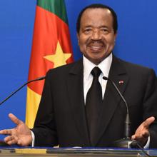 بول بيا: الرئيس الكاميروني.