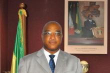 أتيان دييدوني نغوبو الوزير الغابوني السابق للبترول والطاقة.