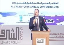 رئيس منتدى الشرق وضاح خنفر خلال كلمته في افتتاح المؤتمر السبت في استنبول