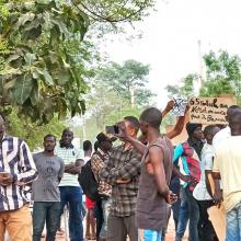 جانب من الاحتجاجات الرافضة لمقر قوة الساحل بباماكو