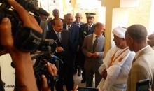 ولد عبد العزيز خلال زيارته لمقاطعة الميناء قبل أساببيع ـ (الأخبار)