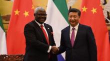 الرئيس الصيني شي جين بينغ والرئيس السيراليوني أرنيست باي كوروما.