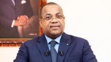 جوليان كوغيه بيكالي: رئيس الحكومة الغابونية.