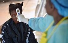 مشتبه في إصابتها بالإيبولا تخضع للفحص.