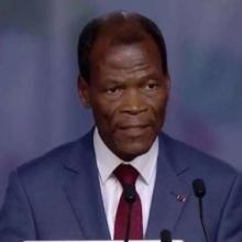 كانديد آرماند ماري آزاني وزير الدفاع السابق المستقيل من حكومة اباتريس تالون.
