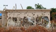 أحد مساجد ولاية بورنو شمال نيجيرياخلال تعرضه في وقت سابق لطلقات مدفعية.