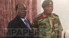 الرئيس الزيمبابوي المخلوع روبيرت موغابي والجنرال كونستانيتو شيونغ.