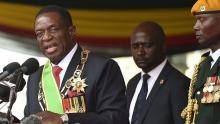 إميرسون منانغاغوا الرئيس الجديد لزيمبابوي خلال تأديته اليمين الدستورية.