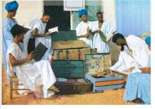 """مكتبة  الشيخ عبد الله ولد الشيخ سيديا 1969 """"تصوير مجلة العربي"""""""