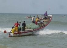 أحد قوارب الصيد التقليدية في المياه الموريتانية الإقليمية