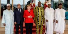 المستشارة الألمانية أنجيلا ميركل إلى جانب قادة دول مجموعة الساحل الخمس على هامش القمة الطارئة بواغادوغو