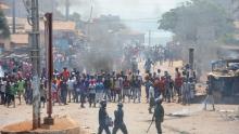 متظاهرون غينيون ضد الرئيس ألفا كوندي في 13 مارس 2018.