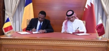 وزير الخارجية القطير ونظيره اتشادي خلال توقيع مذكرة التفاهم بالدوحة.