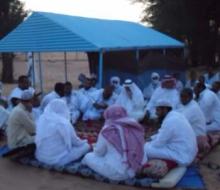 الشيخ الددو في زيارة سابقة للشيخ محنض بابه رفقة ضيوف من الخليج