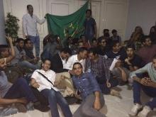جانب من اعتصام الطلاب بمبنى السفارة الموريتانية بالقاهرة.