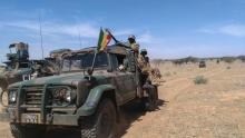 """عناصر تابعة للقوة المشتركة الإفريقية خلال عملية """"هاوبي""""."""