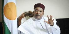 رئيس النيجر: محمدو إسوفو.