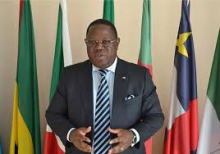 إإيمانويل إسوز نغوندت الوزير الأول الغابوني.