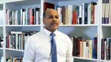 محمد محمود ولد محمدو: وزير أسبق للشؤون الخارجية الموريتانية وأستاذ بالمعهد العالي للدراسات الدولية والتنمية بجنيف.