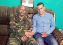 مراسل وكالة الأخبار في الرابوني رفقة القيادي العسكري الصحراوي ـ (الأخبار)