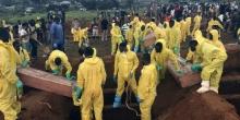 فرق بحث عن المفقودين جراء الفيضانات بالسيراليون.