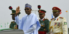 الرئيس النيجيري محمدو بخاري خلال الاحتفال بذكرى عيد الاستقلال.