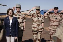 وزيرة الجيوش الفرنسية فلورنس بارلي خلال زيارة سابقة للقوات الفرنسية بمالي