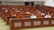بعض أعضاء اللجنة البرلمانية خلال اجتماعها اليوم