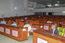 لجنة العدل والداخلية والدفاع بالبرلمان الموريتاني خلال اجتماعه سابق لها (وما)