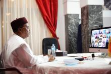 رئيس النيجر محمدو إسوفو خلال مشاركته في الاجتماع