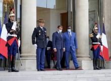 الرئيسان السنغالي ماكي صال والفرنسي إيمانويل ماكرون