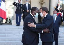 الرئيسان الفرنسي إيمانويل ماكرون والإفواري الحسن واتارا